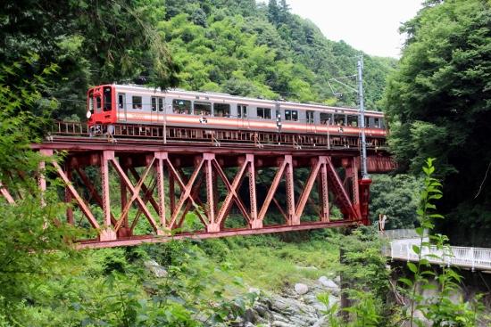 ⑦普通電車 (550x367)