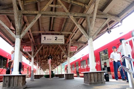 ①駅ホーム (550x367)