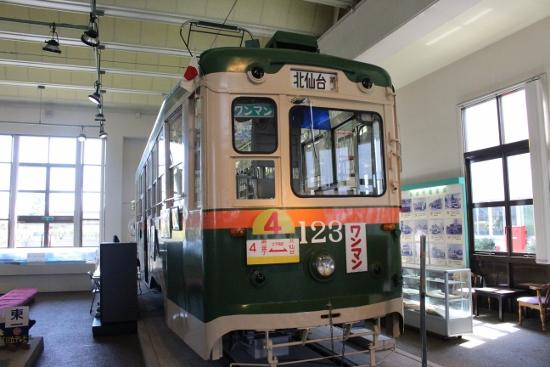 ⑩昭和27年100型123号車 (550x367)