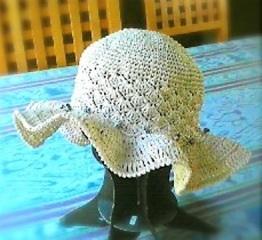 夏のひらひら帽子 白