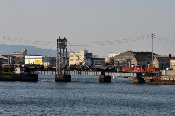 四日市港セメント貨物