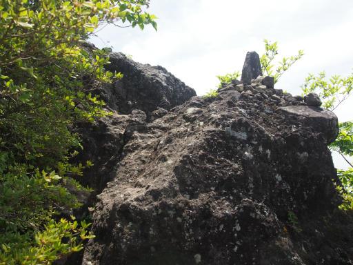 20160529・群馬ツツジ旅4-07・スルス岩、上の岩相馬岳方面