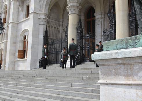 ブダペスト国会議事堂衛兵交代式-2