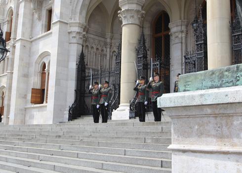 ブダペスト国会議事堂衛兵交代式-5