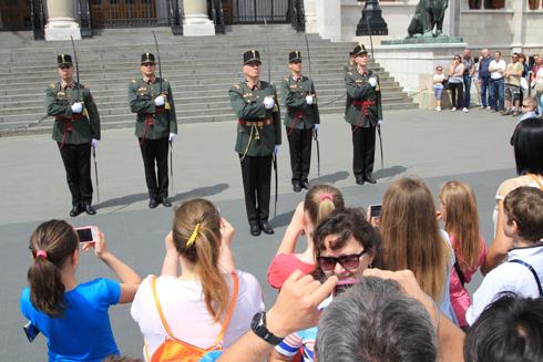 ブダペスト国会議事堂衛兵交代式-11