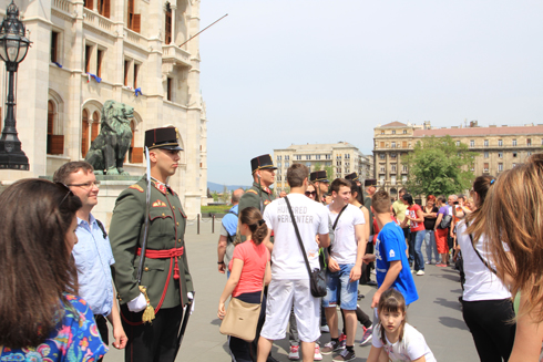 ブダペスト国会議事堂衛兵交代式-12