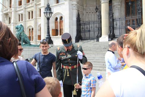 ブダペスト国会議事堂衛兵交代式-13