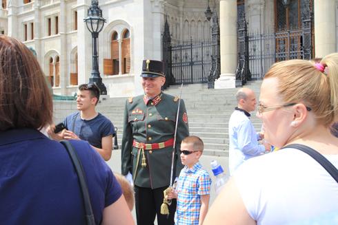 ブダペスト国会議事堂衛兵交代式-15