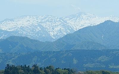 早春の雪山