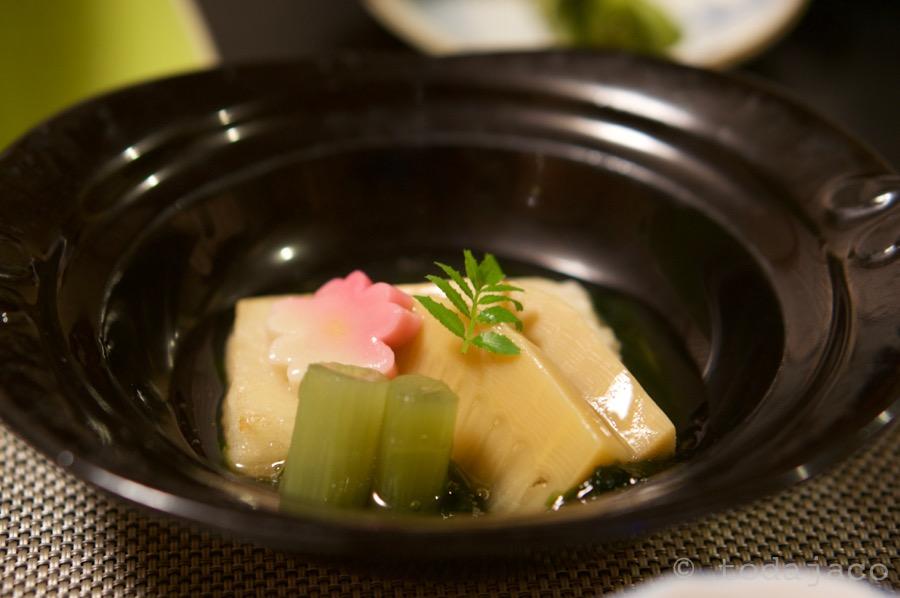 炊き合わせ 筍旨煮磯辺餡 蟹真丈、蕗、桜麩、木の芽