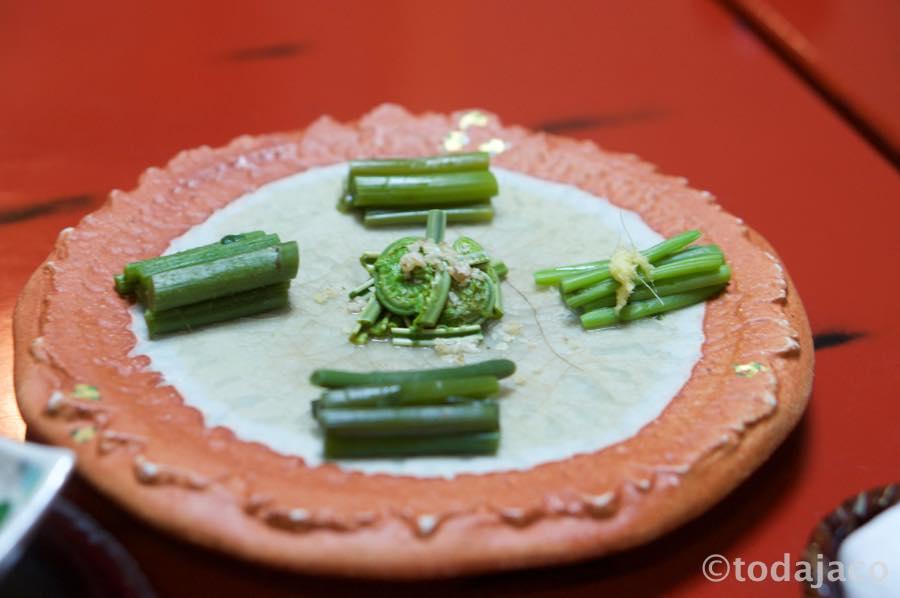山菜五種盛りはこごみ、みず、あいこ、しどけ、くわだい(だったかな??)
