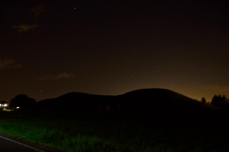 二子山古墳の夜