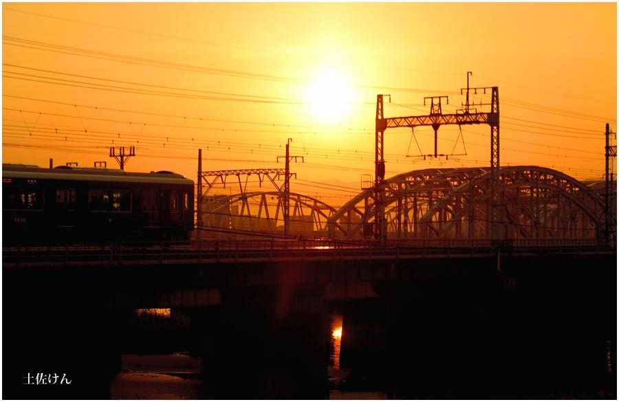 夕景と電車1