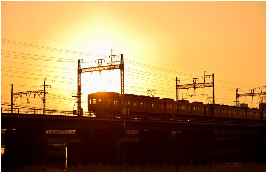 夕景と電車・助手1