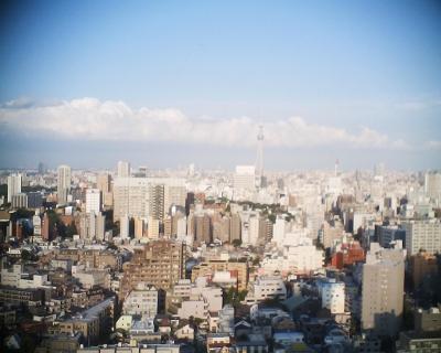 雲の列と東京スカイツリー・文京シビック展望室:R2