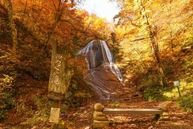 みろくの滝(秋)