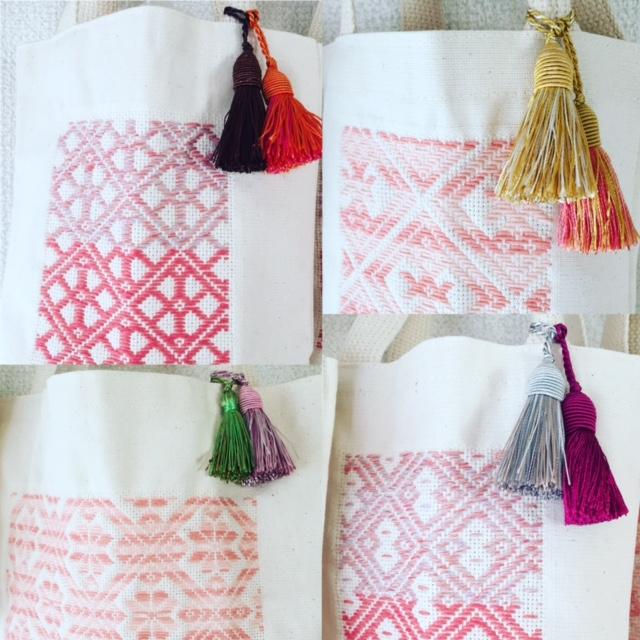 桜色バッグにタッセル2