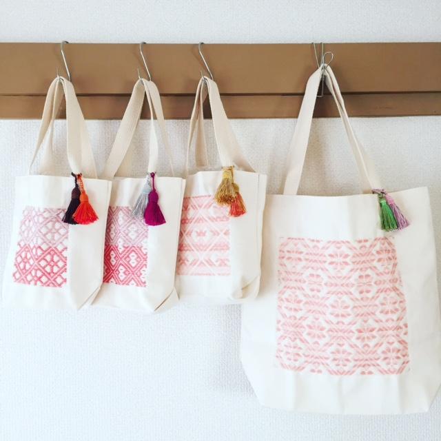 桜色バッグにタッセル1