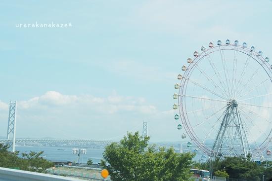 淡路サービスエリアの観覧車と明石海峡大橋