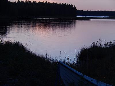 ピンクの湖面