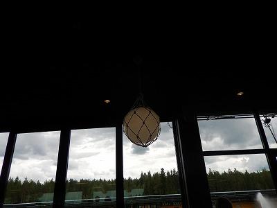 レストラン内のランプ
