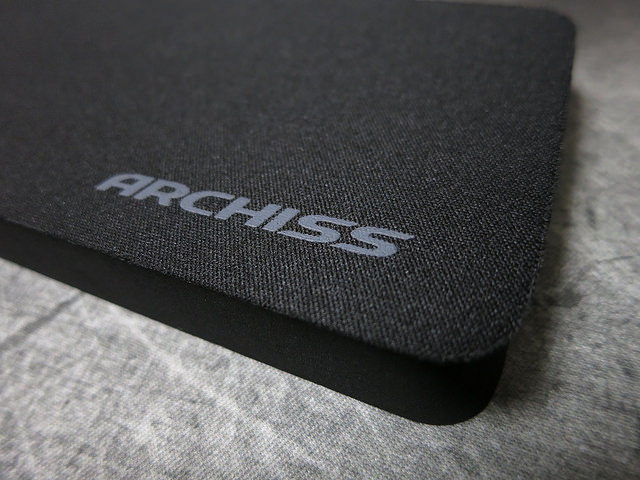 ARCHISS_Massive_Wrist_Rest_05.jpg