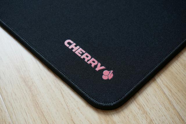 Cherry_G80_Desk_02.jpg
