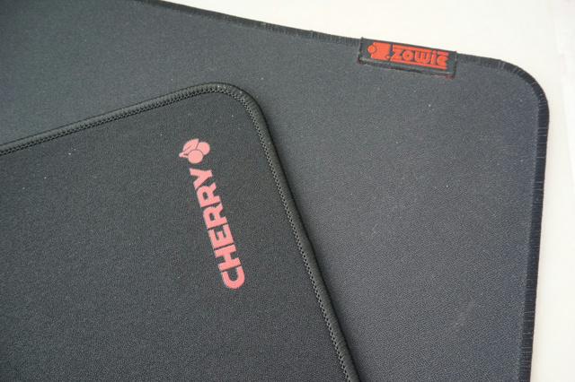 Cherry_G80_Desk_04.jpg