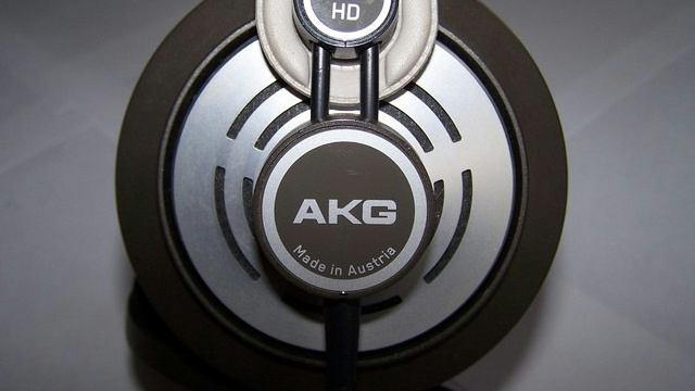 NEW_GAME_Headphones_04.jpg