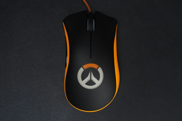 Overwatch_DeathAdder_Chroma_02.jpg
