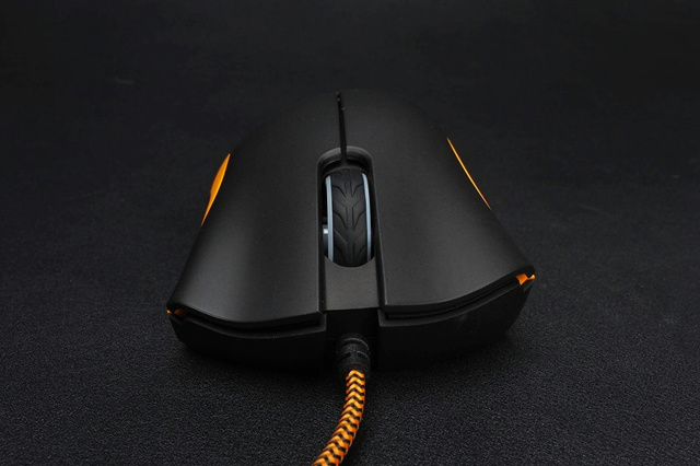 Overwatch_DeathAdder_Chroma_07.jpg