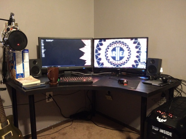 PC_Desk_MultiDisplay65_18.jpg