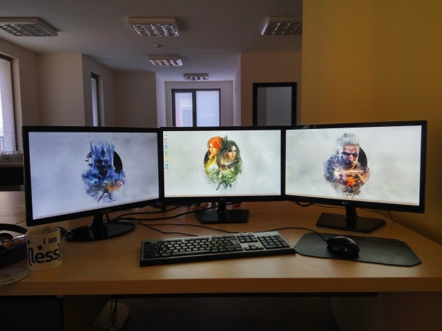 PC_Desk_MultiDisplay65_21.jpg