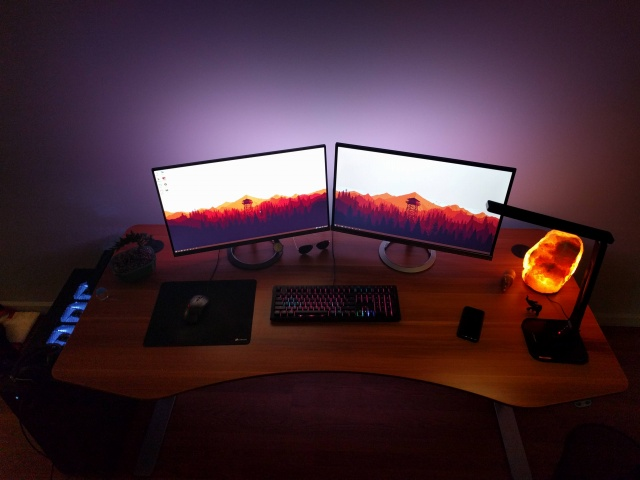 PC_Desk_MultiDisplay66_83.jpg