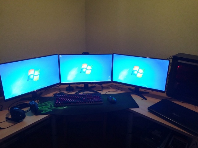 PC_Desk_MultiDisplay67_15.jpg