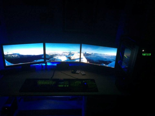 PC_Desk_MultiDisplay67_66.jpg