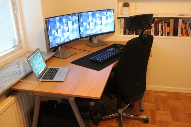 PC_Desk_MultiDisplay67_93.jpg