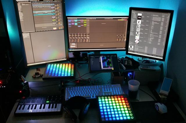 PC_Desk_MultiDisplay68_14.jpg