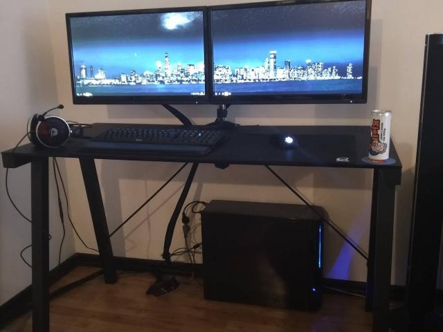 PC_Desk_MultiDisplay68_44.jpg