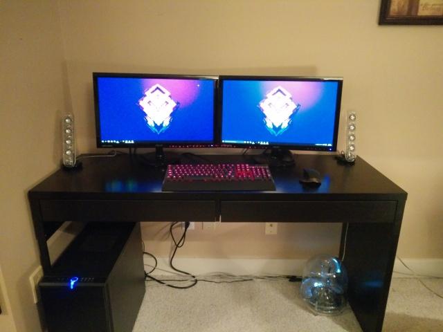PC_Desk_MultiDisplay68_56.jpg