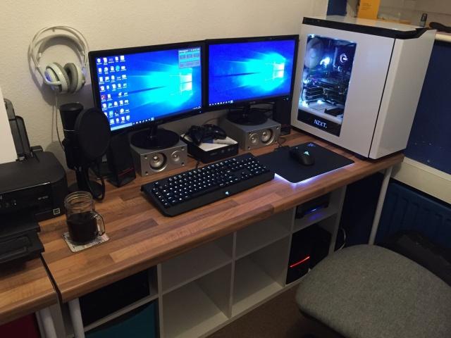 PC_Desk_MultiDisplay68_64.jpg
