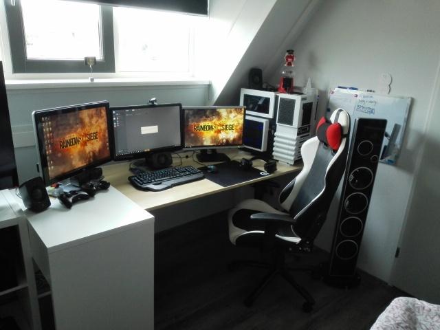 PC_Desk_MultiDisplay68_71.jpg