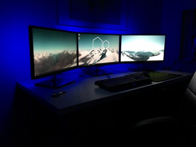 PC_Desk_MultiDisplay68_73.jpg