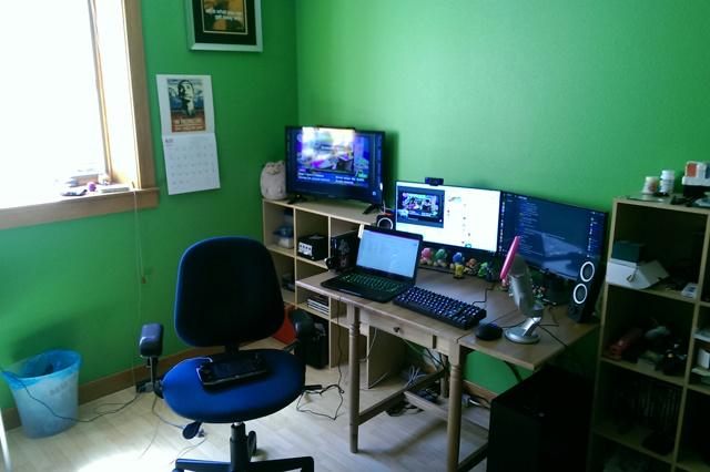 PC_Desk_MultiDisplay68_80.jpg