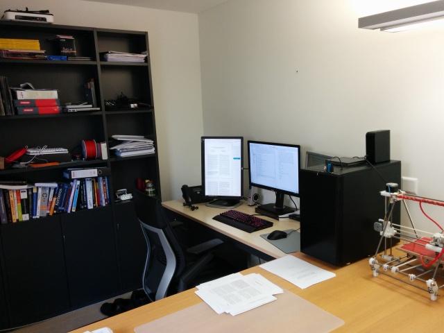 PC_Desk_MultiDisplay68_83.jpg