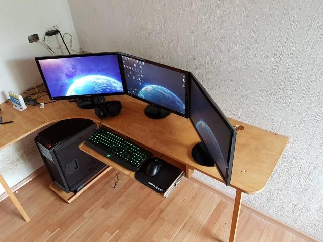 PC_Desk_MultiDisplay68_86.jpg