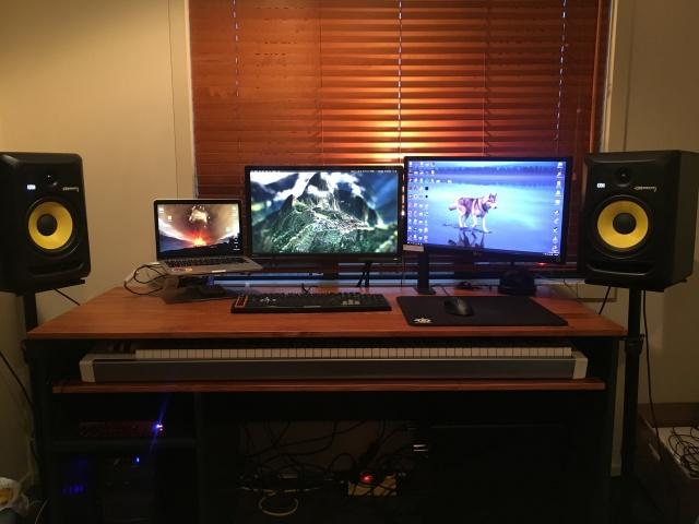 PC_Desk_MultiDisplay68_89.jpg