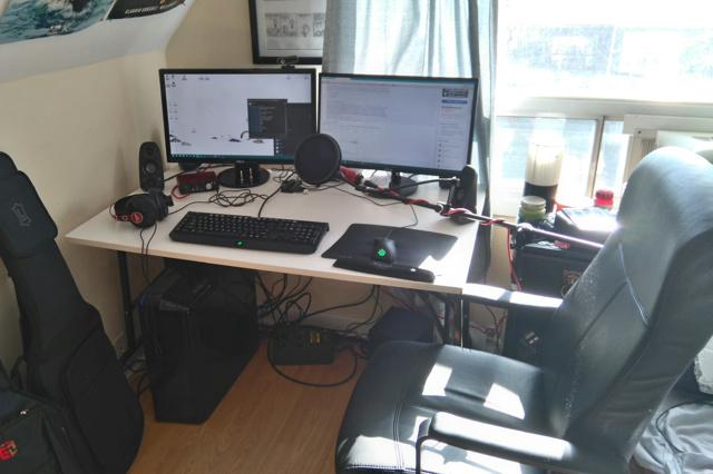 PC_Desk_MultiDisplay68_93.jpg