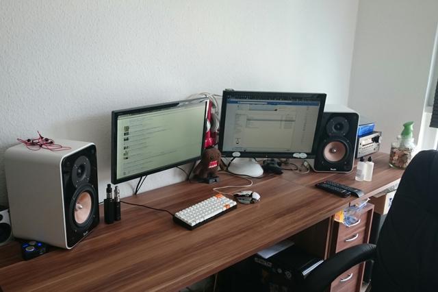 PC_Desk_MultiDisplay69_33.jpg