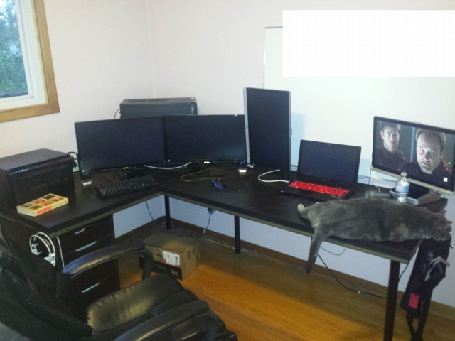 PC_Desk_MultiDisplay69_45.jpg